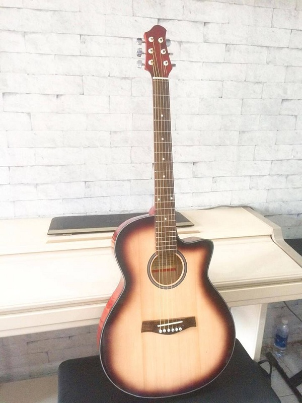 http://nhaccure.com/wp-content/uploads/2018/01/guitar-gia-si-4.jpg