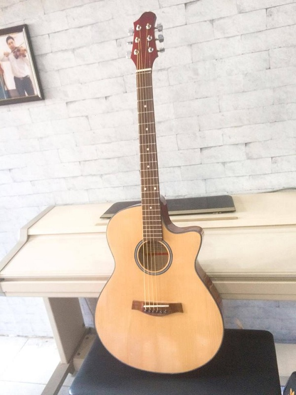 http://nhaccure.com/wp-content/uploads/2018/01/guitar-gia-si-6.jpg